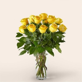 Classic 12 Yellow Roses Bouquet